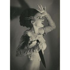 The Bride Of Frankenstein ~ Elsa Lanchester 1935 Classic Horror Movies, Horror Films, Horror Art, Female Horror Movie Characters, Halloween Vintage, Halloween Art, Halloween Costumes, Cinema Video, Films Cinema