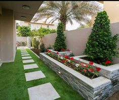 15 Smart And Appealing Small Outdoor Garden Design Ideas - TheGardenGranny Small Backyard Landscaping, Backyard Garden Design, Small Garden Design, Back Gardens, Small Gardens, Outdoor Gardens, Garden Works, Minimalist Garden, Side Garden