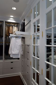 Superieur Closet With Electronic Rod