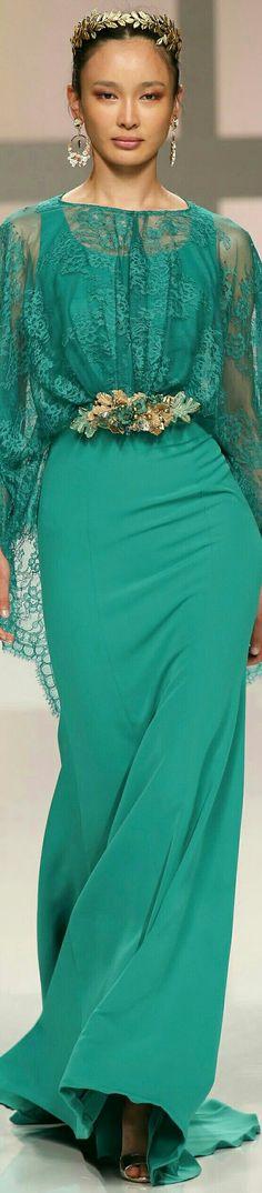 Touch Of Fashion Green Fashion, Look Fashion, High Fashion, Fashion Show, Fashion Design, Beautiful Gowns, Beautiful Outfits, Mode Glamour, Fashion 2017