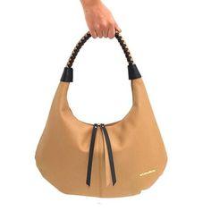!Ahora en tendencia! Nuevo bolso 5091 bicolor con asa trenzada. Trending Now! New 5091 bag. #marruecos1986 #softness #suavidad #bagsaddict #colordenovedad #shoulderbag #bolsodehombro #purocuero #realleather #handmade #hechoamano #craftmanship #artesanal