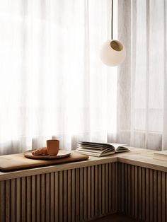Built In Furniture, Home Furniture, Furniture Design, Cafe Interior, Interior And Exterior, Radiator Cover, Japanese Interior, Interior Decorating, Interior Design