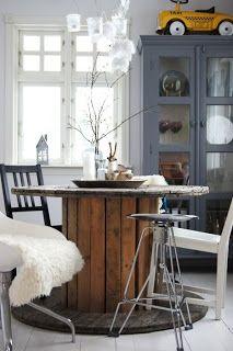 Mesa comedor a partir de una bobina de cable.