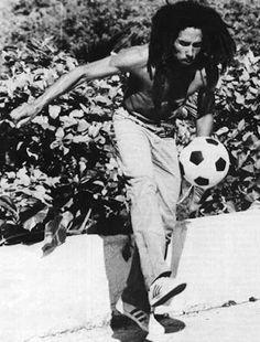 Bob Marley Jugando Al Futbol Quotes
