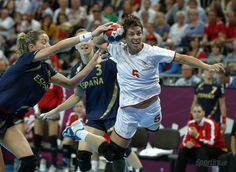 Montenegro's Ana Dokic, right, is challenged by Spain's Begona Fernandez Molinos, left, during their women's handball semifinal match at the 2012 Summer Olympics, Thursday, Aug. 9, 2012, in London.  (1200×877)