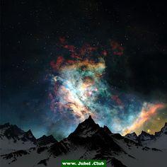 Nordlichter über den Bergen