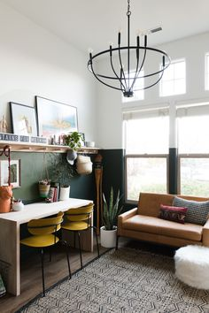 Kid-Friendly Office Overhaul Reveal #SWSaveMe2019 See this amazing makeover of a bedroom into an office that is kid-friendly! #office #makeover