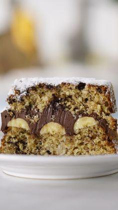 Bolo de Banana e Chocolate Nothing better than an easy and delicious banana and chocolate cake. Healthy Cake Recipes, Gourmet Recipes, Baking Recipes, Dessert Recipes, Banana Com Chocolate, Chocolate Cake, Delicious Chocolate, Food Cakes, Savoury Cake