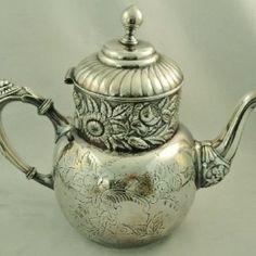 Rare 1745 Meissen Porcelain Butterfly Bugs & Floral Tea Pot Porzellan Kanne 18th | the Teapots Collectionary