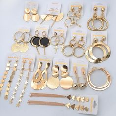 Although making and creating fine jewelry includes some similarities with creating other types such craftsmen and craft fashion jewelry, one requires to master other skills to be an effective great fashion jewelry designer. Jewelry Design Earrings, Gold Earrings Designs, Ear Jewelry, Cute Jewelry, Bridal Jewelry, Gold Jewelry, Jewelery, Jewelry Accessories, Women Jewelry
