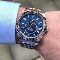 Luxury watches Replica have breathtaking craftsmanship, snazzy aesthetics, and precise manufacturing, making them wearable works of art. Rolex Watches For Sale, Rolex Watches For Men, Best Watches For Men, Luxury Watches For Men, Gold Watches, Wrist Watches, Rolex Submariner, Audemars Piguet, Tag Heuer