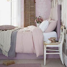 Delicado habitación de color rosa | ideas de diseño dormitorio rural | Dormitorio | GALERIA DE FOTOS | Country Homes and Interiors | Housetohome.co.uk
