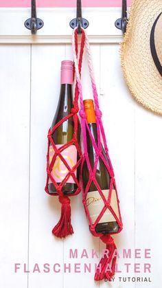 Einfacher DIY Makramee-Weinflaschen-Halter im Boho-Look Wine Rack, Bbq, Crafty, Summer, Decor, Jewelry Making, Godchild, Last Minute Gifts, Craft Tutorials