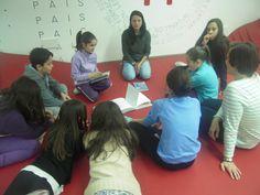 Asamblea inicial, falando de libros e plans futuros.