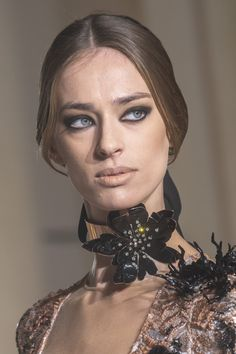 Stephane Rolland Couture Spring 2019 Fashion Show Details. Designer looks from the Spring 2019 Couture runway shows from Paris Couture Fashion Week Stephane Rolland, How To Wear Chokers, Fashion Face, Fashion Show, Jean Louis Scherrer, Choker Outfit, Fashion Necklace, Fashion Jewelry, Trendy Necklaces