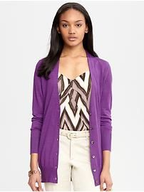 Lose yourself in luxury with versatile all-season sweaters and cardigans in soft cashmere, machine-washable Merino wool and silk-cotton blends. Purple Cardigan, Long Cardigan, Sweater Cardigan, Uniqlo Style, Work Suits, Modern Outfits, Banana Republic, Sweaters For Women, Style Inspiration