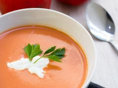 Receta de Crema de Tomate y Pimiento Morrón Veggie Recipes, Soup Recipes, Kitchen Recipes, Cooking Recipes, Roasted Carrot Soup, Carrots Healthy, Healthy Recepies, Soup And Salad, No Cook Meals