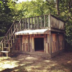 - Top could be a place for sunbathing or could be closed in as a multilevel Wood Dog House, Pallet Dog House, Dog House Plans, Dog House From Pallets, Large Dog House, Goat House, Dog Playground, Dog Yard, Building A Deck