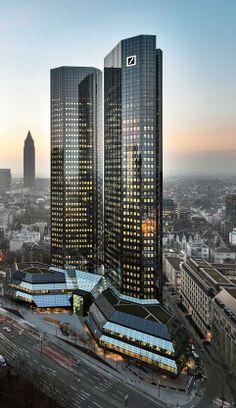 Hauptverwaltung Deutsche Bank Hotel Architecture, Futuristic Architecture, Beautiful Architecture, Architecture Design, Mix Use Building, High Rise Building, Building Design, Multi Story Building, Unique Buildings