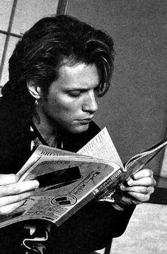 Jon Bon Jovi is reading. Jon Bon Jovi, New Jersey, Jersey Boys, People Reading, Celebrities Reading, Bon Jovi Always, Lectures, Dream Guy, Rock Bands