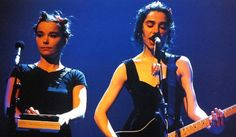 "PJ Harvey y Björk cantan ""(I can´t get no) Satisfaction"" de los Stones l Brit Awards 1994"