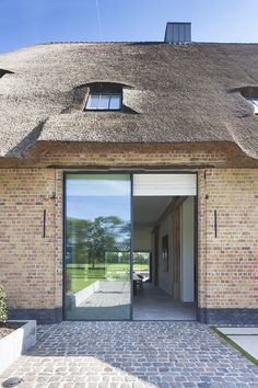 Vitrocsa frameless sliding doors & windows have a slim mullion, with double or triple glazing and up to 6 metres high. Types Of Houses, Big Houses, New Urbanism, Barn Renovation, Thatched House, Home Modern, Belgian Style, Mansions Homes, House Extensions