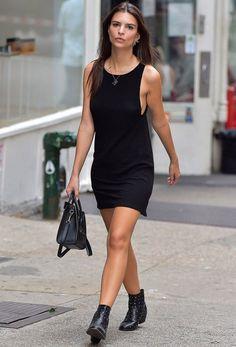 emily-ratajkowski-street-style-vestido-preto