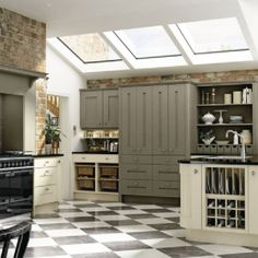 Ashbourne grey and chalk white kitchen - Interior by Daniel James Shaker Style Kitchens, Shaker Kitchen, Kitchen And Bath, Fitted Kitchens, Kitchen Chairs, Kitchen Flooring, Kitchen Cabinets, White Kitchen Interior, Open Plan Kitchen