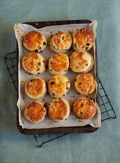 An easy light and fluffy raisin scone recipe #baking #recipe #raisins