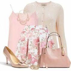 Foto: Uno dei colori di tendenza della primavera è il rosa cipria, che dona un aspetto bon ton e romantico! Cosa vi convince di più di questo look?   Vi siete perse gli altri OUTFIT? Guardate qui --> http://moda.pourfemme.it/foto/look-del-giorno_9155.html
