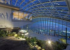 Lush sky garden opens in Rafael Viñoly's 'Walkie Talkie' skyscraper in London