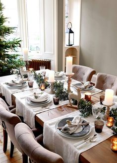 Christmas dining ideas - a beautiful elegant Christmas table setting