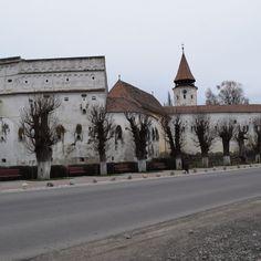 L'église fortifiée de Prejmer. Proche de Brasov Louvre, Photos, Mansions, House Styles, Building, Travel, Tourism, Viajes, Buildings