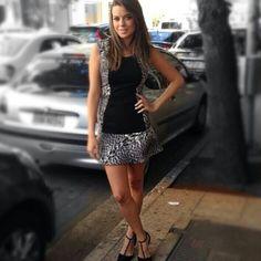 Sugestão para um sábado gostoso como este! A Bruna Ribeiro linda com o nosso vestido Andreia da coleção Inverno 2014 e a estampa desejo de onça! ❤️ #fillity #fillityinverno2014 #inverno2014fillity