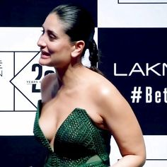 Kareena Kapoor look stunning in a very stylish outfit at the Lakme Fashion Week 2020 finale. She played showstopper for designer Amit Aggarwal Most Beautiful Bollywood Actress, Indian Bollywood Actress, Bollywood Actress Hot Photos, Bollywood Celebrities, Beautiful Actresses, Kareena Kapoor Bikini, Kareena Kapoor Photos, Deepika Padukone, Bollywood Bikini