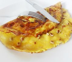 Omelette sucrée au sirop d'érable Beignet Recipe, Great Breakfast Ideas, Muffins, Desert Recipes, No Bake Desserts, Tasty Dishes, Sweet Recipes, Macaroni And Cheese, Brunch