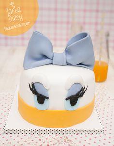 Tarta fondant de Daisy ¡paso a paso! Daisy Duck Cake, Donald Duck Cake, Cake Cookies, Cupcake Cakes, 7th Birthday Cakes, 2nd Birthday, Bolo Mickey, Character Cakes, Disney Cakes