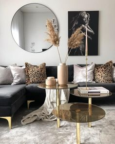 Black and Gold Living Room Decor Black and Gold Front Room Havenlylivingroom Black and Gold Mod Living Room, Living Room Decor Cozy, Interior Design Living Room, Decor Room, Nordic Living Room, Cozy Bedroom, Wall Decor, Living Room Inspiration, Home Decor Inspiration