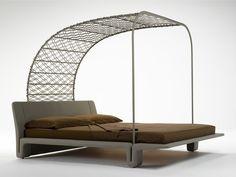 Letto imbottito matrimoniale con baldacchino in rete di cuoio TWICE by @matteograssi | Design Franco Poli. #bed #interiordesign