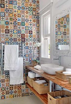 Baño - azulejos - tiles - bathroom - baskets in bathroom Bad Inspiration, Bathroom Inspiration, Interior Inspiration, Bathroom Ideas, Bathroom Designs, Bathroom Wall, Cement Bathroom, Tile Bathrooms, Bathroom Remodeling