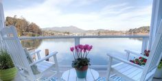 Chic Floating Home In Scenic Sausalito. Have you ever wanted to experience life on a houseboat? A gorgeous newly re-modeled floating home (houseboat) with an.