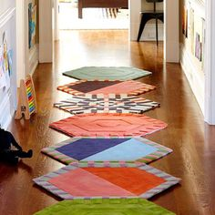 15 Artsy Area Rugs for that Extra Wow Factor Decorate Your Room, Floor Design, Floor Rugs, Rugs On Carpet, Carpet Tiles, Rug Size, Shag Rug, Area Rugs, Artsy
