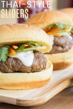 Thai Style Sliders - an easy recipe to infuse Asian flavors into fun mini beef burgers for a fun appetizer or dinner on the grill. Don't forget the cilantro lime cream sauce with a little kick of sriracha for spice! Tailgating Recipes, Tailgate Food, Burger Recipes, Beef Recipes, Easy Recipes, Creamed Beef, Lime Cream, Football Snacks, Beef Burgers