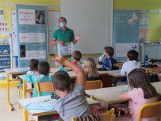 Quimper : des boîtes aux lettres pour lutter contre les violences faites aux enfants | Côté Quimper Slogan, Elementary Schools, Letters, Children