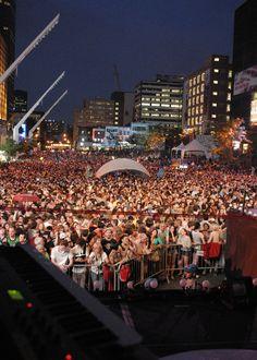 Festival International de Jazz de Montréal (English: Montreal International Jazz Festival) is an annual jazz festival held in Montreal, Quebec, Canada. Montreal Ville, Montreal Quebec, Quebec City, Entertainment Sites, O Canada, Jazz Festival, Countries Of The World, Old Town, Great Places