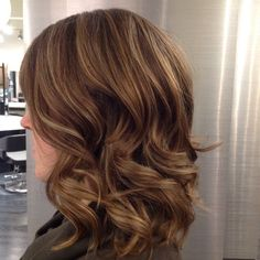 Dimensional caramel hilites by Jackie. #hair #haircut #hairstyle #haircolor #hilites #caramel #blended #dimensional #fallhair #natural #wavy #shiny