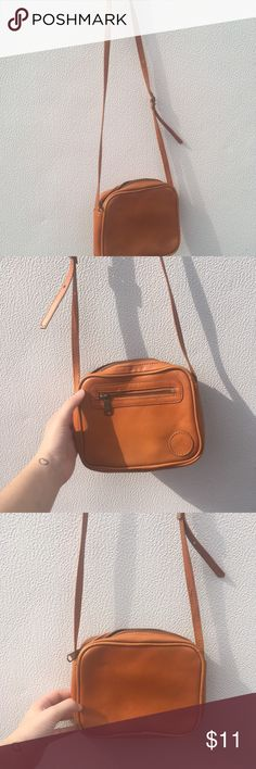 WINTER SALE ❄️Small cross over bag This small cute bag is in perfect condition with the inside cleaned. Forever 21 Bags