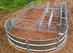 An idea for a cattle corral. Cattle Barn, Beef Cattle, Cattle Farming, Goat Farming, Cow Pen, Sheep Pen, Cattle Corrals, Raising Cattle, Goat Barn