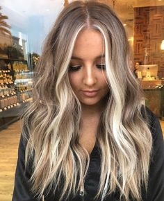 balayage hair Bright, sunny blonde making us long for the beach! Ombre Hair, Wavy Hair, Dyed Hair, Balayage Hair Blonde, Platnium Blonde Hair, Bayalage, Brown Balayage, Blonde Hair Looks, Hair Highlights
