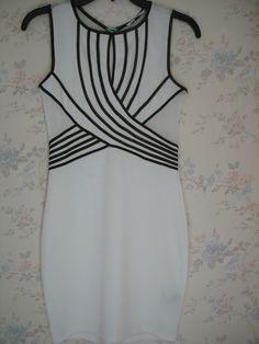 Vestido Papaya Color blanco con diseño de listas negras